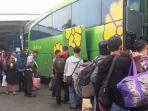ilustrasi-mudik-naik-bus_20180610_081448.jpg