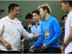 imam-nahrawi-serahkan-bonus-asian-games-pada-atlet-bulutangkis_20180905_095649.jpg