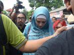 istri-musisi-dan-politikus-ahmad-dhani-mulan-jameela-berhijab-biru.jpg