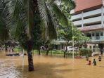 jalan-kemang-raya-jakarta-selatan-terendam-banjir-hingga-2-meter-sabtu-2022021.jpg