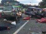 kecelakaan-dua-mobil-di-cawang-jakarta-timur-senin-11122017_20171211_163530.jpg