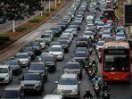 kendaraan-bermotor-melambat-akibat-terjebak-kemacetan.jpg