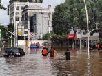 kondisi-banjir-di-jalan-kemang-raya-sabtu.jpg