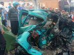 kondisi-mobil-daihatsu-espass-yang-hancur-setelah-dijepit-dua-truk-dari-depan-dan-belakang-di-gempol_20181016_154521.jpg