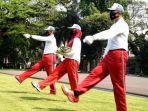 latihan-pengibaran-bendera-istana-merdeka-kemerdekaan-indonesia.jpg