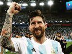 lionel-messi-tersenyum-usai-argentina-lolos-babak-16-besar-rabu-2762018_20180627_102829.jpg