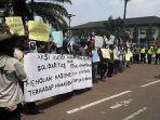 mahasiswa-asal-papua-menggelar-aksi-damai-untuk-menyampaikan-solidaritas.jpg