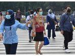 masyarakat-indonesia-yang-dengan-menggenakan-masker-wajah-menyeberang-jalan-di-jakarta.jpg