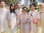 nagita-slavina-raffi-ahmad-dan-keluarga-besar-raffi-ahmad-saat-merayakan-hari-raya-idul-fitri.jpg