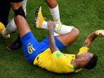 neymar-mengerang-kesakitan_20180703_080045.jpg