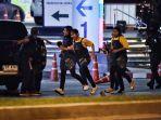orang-orang-saling-berlari-thailand-mal-tentaraa.jpg