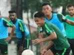 para-pemain-timnas-indonesia-melakukan-latihan-pada-kamis-13112019-jelang-menghadapi-malaysia.jpg