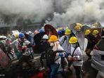 para-pengunjuk-rasa-kudeta-militer-di-yangon-myanmar.jpg
