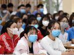para-siswa-mengenakan-masker-di-tengah-kekhawatiran-waanoi-vietnam-senin-232020.jpg