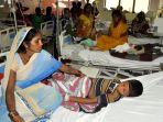 pasien-dan-keluarganya-di-gorakhpur-india_20170815_125849.jpg