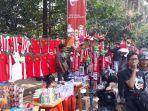 pedagang-jersey-timnas-sepak-bola-indonesia_20180812_151750.jpg