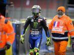 pembalap-monster-energy-yamaha-valentino-rossi-berjalan-seusai.jpg