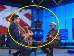 pembawa-acara-cnn-saat-pukul-meja-di-depan-ali-ngabalin-rabu-152019.jpg