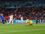 pemian-spanyol-alvaro-morata-mencetak-gol-ke-gawang-italia.jpg