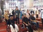 pengguna-kursi-roda-untuk-pertama-kalinya-salat-di-dalam-komplek-masjid-istiqlal.jpg