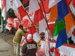 penjual-aksesoris-merah-putih-merdeka-hut-ri.jpg