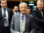 perdana-menteri-malaysia-mahathir-mohamad-tengah.jpg