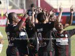 persipura-jayapura-unggul-tipis-1-0-atas-psm-makassar-di-babak-pertama-laga-pekan-ke-21-liga-1-2019.jpg