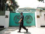 polisi-berjaga-di-depan-kedutaan-besar-myanmar_20170903_194306.jpg