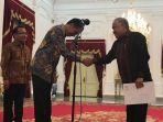presiden-joko-widodo-memberikan-selamat-kepada-din-syamsuddin_20180926_120629.jpg