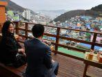 presiden-jokowi-dan-ibu-negara-iriana-saat-berada-di-desa-gamcheon-korea-selatan.jpg