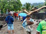 proses-evakuasi-korban-bencana-di-ile-ape-lembata-masih-terus-dilakukan-minggu-4-april-2021.jpg