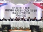 rapat-pleno-terbuka-anggota-dpr-dan-dpd-pemilu-2019-di-kpu.jpg