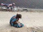 remaja-17-tahun-yang-terpaksa-melahirkan-di-jalanan-karena-ditolak-rumah-sakit_20170827_183347.jpg