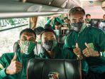 rombongan-pemain-persebaya-surabaya-menuju-jakarta-untuk-menghadapi-liga-1-2021-seri-pertama.jpg