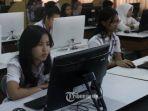 sejumlah-siswa-sman-3-mengikuti-ujian-nasional-berbasis-komputer-unbk-sesi-ii_20170708_173842.jpg