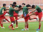 sesi-latihan-timnas-u-18-indonesia-jelang-lawan-myanmar-pada-rabu-1482019.jpg