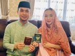 sirajuddin-mahmud-dan-zaskia-gotik-saat-menunjukkan-buku-pernikahan.jpg