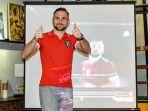 striker-anyar-bali-united-ilija-spasojevic_20171214_163246.jpg