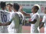 striker-arema-fc-kushedya-hari-yudo-bersama-rekan-rekannya-merayakan-gol-ke-gawang-tira-persikabo.jpg