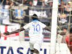 striker-ezechiel-ndoussel-berhasil-menjadi-pahlawan-kemenangan-bagi-persib-bandung.jpg