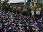 suasana-demonstrasi-yang-dilakukan-buruh-di-kawasan-pulogadung-jakarta-timur.jpg