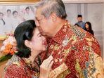 susilo-bambang-yudhoyono-mencium-kening-istrinya-ani-yudhoyono.jpg