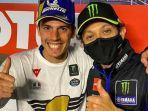 valentino-rossi-bersama-joan-mir-yang-menjadi-juara-dunia-motogp-2020-minggu-15112020.jpg