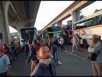 video-yang-memperlihatkan-sejumlah-pekerja-melakukan-aski-protes-karena-gerbang-tol-cikarang-barat.jpg